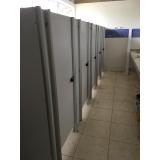 divisoria de banheiro de shopping