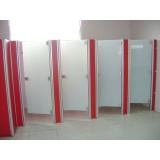porta de sanitário coletivo Aeroporto