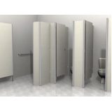 porta de banheiro coletivo